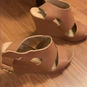 Audrey Brooke tan leather wedges